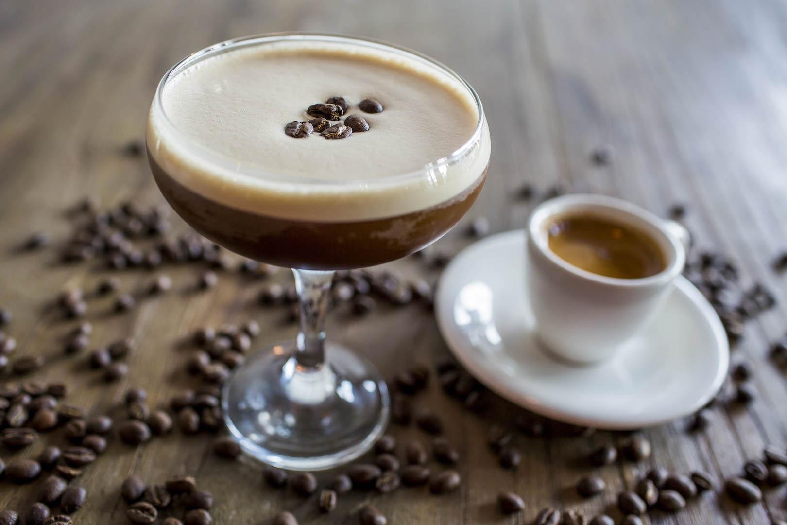 «Пить по-гречески» или новые коктейли в Molon Lave