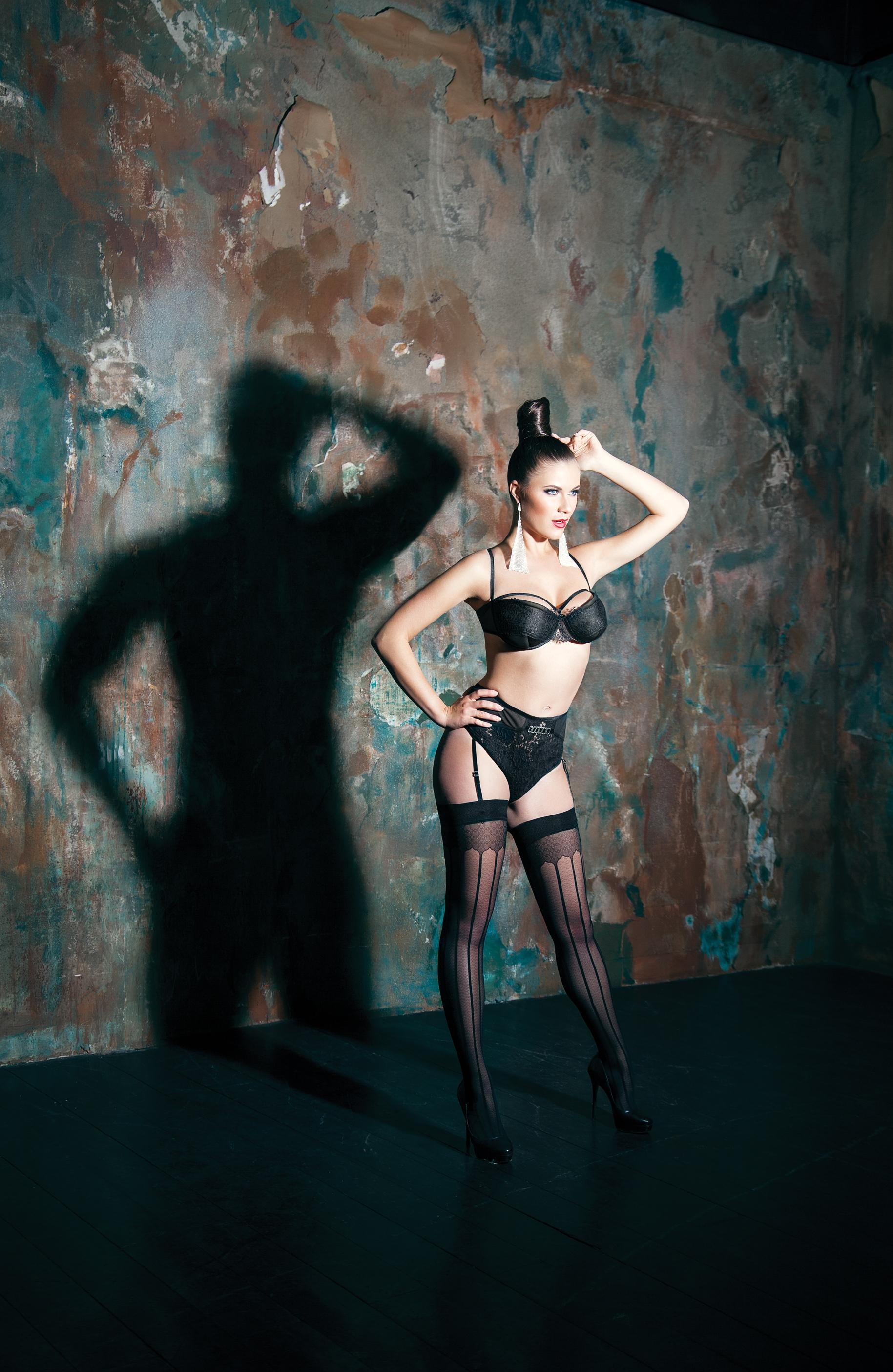 Модель и певица Кристель в фотопроекте «Тень, знай свое место»