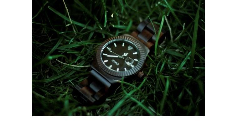 Новый тренд – деревянные часы