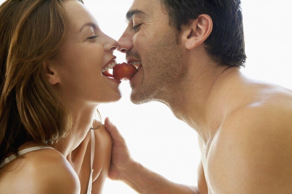 Как уломать подругу на секс без обязательств?