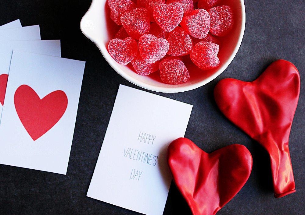 Весь мир к ногам любимой: идеи подарков к 14 февраля